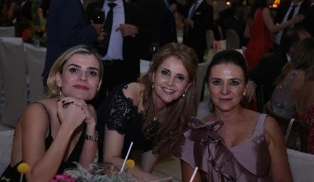 Alexia Ruiz, Anabel Gaviño y Mónica Meade.
