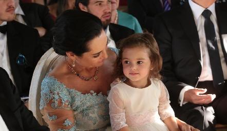 Tere del Pozo y su nieta Marina.