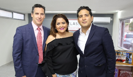 Bruno Perron, Georgina Alderete y Juan Carlos Alderete.