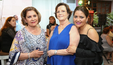 Neri Alderete, Martha Pizzuto y Georgina Alderete.