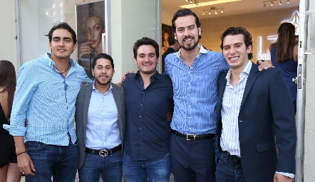 Jorge y Benjamín con sus amigos .