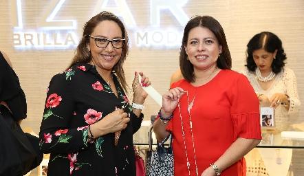 Charo Pineda y Mary Cruz Corzo.