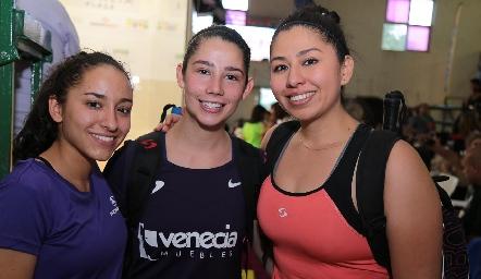 Delia Aguilar, Montse Mejía y Alexandra Herrera.