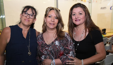 Claudia Ramírez, Paula Vega y Eduviges González.