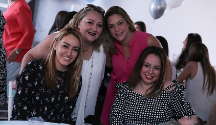 Valeria Arellano, Michelle y Jonel Sharp y Andrea Arellano.