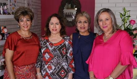 Marcela López, Leticia, Beatriz y Ana Echevarría.