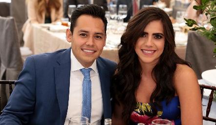 Oscar Álvarez y Nina Galarza.