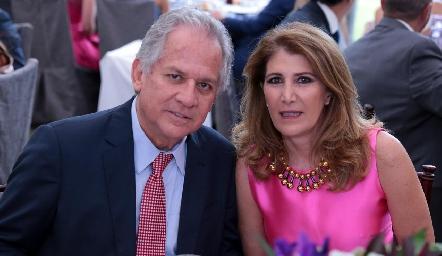 Miguel Torres Corzo y Mónica Hernández de Torres.