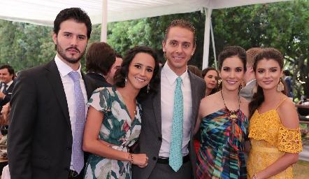 Claudio Meade, Paola Meade, Josh Torres, Mary Carmen Meade y Daniela Meade.
