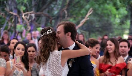Vals de Alejandro Abud y Lore Andrés.