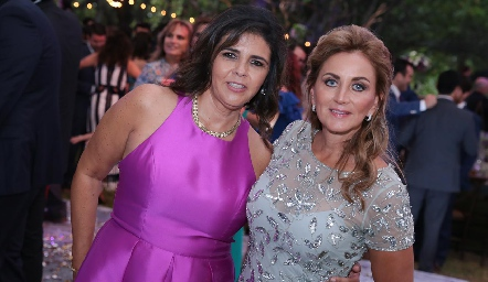 Paty Valades y Lorena Robles.