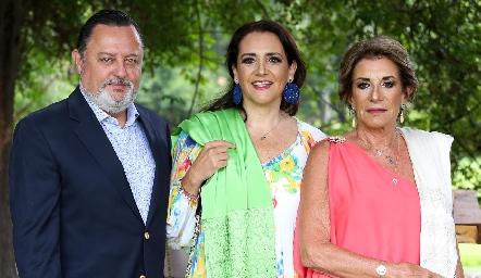 Hugo de Anda, Martha Elena Meade y Martha Elena Espinosa de Meade.