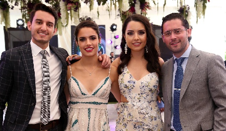 Enrique, Marcela y Gaby Díaz Infante y Abraham Salgado.