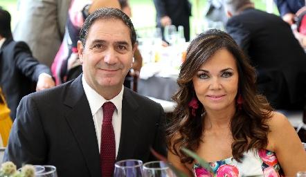 Elsa Tamez y Luis Mahbub.