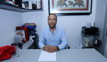Dr. Roberto Castillo Reythes.