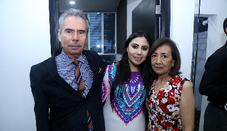 Juan Francisco Reyes, Dra Paola Reyes y Graciela Shiguetomi.