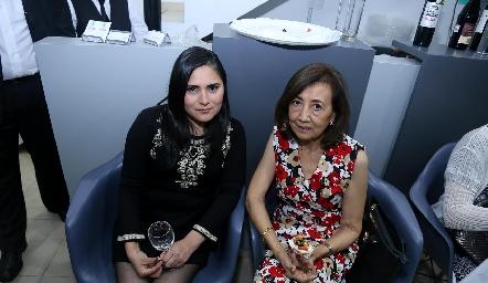 Rosario Pasten y Graciela Shiguetomi.