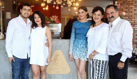 Agustin Palma, Astrid Jiménez , María Fernanda Jiménez, Fernando Jiménez y Georgina Jasso .