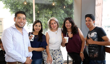 Felipe, Sofía, Maricarmen, Ana Celia  y Uriel.