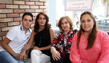 Salomon Dip, Raquel Altamirano, Lola Mercado y Claudia Altamirano.