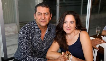 Samuel Villareal y Blanca Macias.