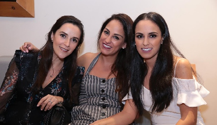 Mónica Zárate, Gloria y Natalia Leal.