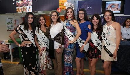 Las bellas embajadoras y la reina de la FENAPO.