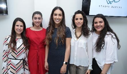 Mónica Herrera, Gaby Cerda, Sofía Delgadillo, Adriana Guerra y Estefany Merchan.