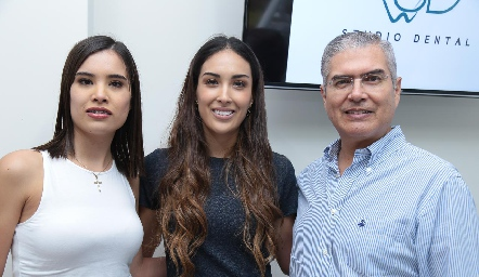 Pao, Sofía y Mario Delgadillo.