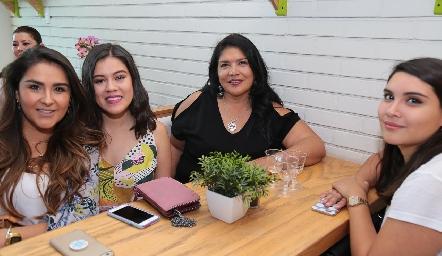 Pili Zárate, María José Torres, Ana Delgadillo y Gael Miranda.
