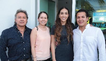 David y Cinthya Puente, Sofía Delgadillo y David Puente.