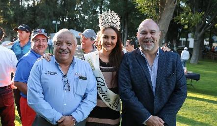 Toño Curiel, Director de la FENAPO Paulina Cantú, Reina de la FENAPO y Juan Manuel Carreras, Gobernador del Estado.