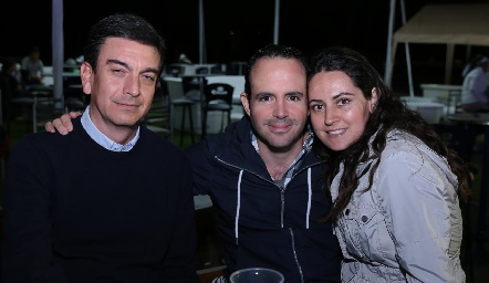 Óscar Silos, Iván Ávila y Marcela Zapata.