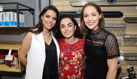 Montse Purata, María Bravo y Laura Bravo .