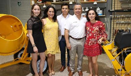Laura Bravo, Laura de Bravo, Lisandro Bravo, Lisandro Bravo y María Bravo.