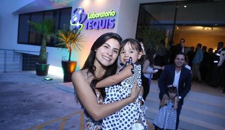 Tere Cadena y María Mier.