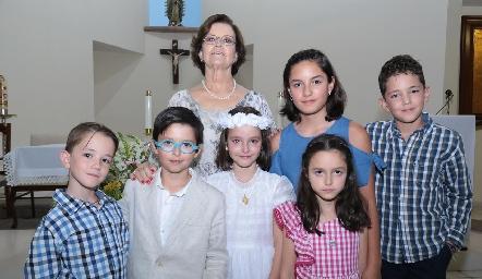 Martha Pizzuto con sus nietos.