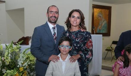 Manuel González Matienzo y Fernanda Félix con su ahijado Marcelo.