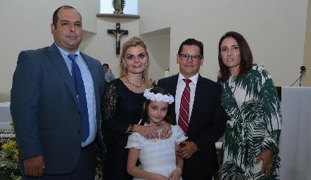 Miguel Gutiérrez, Erika Matuk, Checo Quibrera y María José Abaroa con su ahijada Marina.