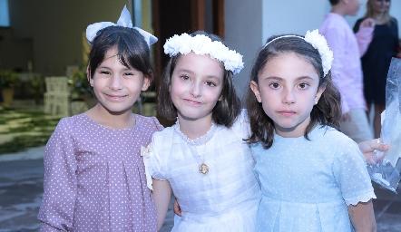 Marina con sus amigas.