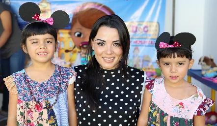 Luciana, Sukey Wongñis y Sukey.
