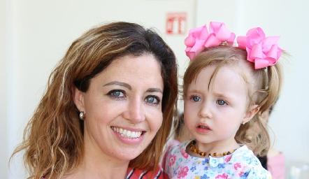 Marilú Paredes y María José Pérez.