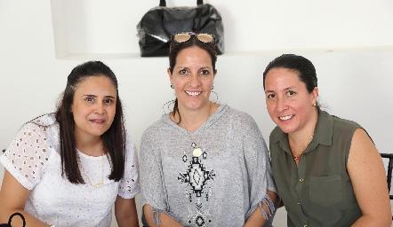 Tatiana Rodríguez, Lorena Lara y Claudia Armendáriz.