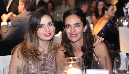 Montse Muñiz y Mariana Vivanco.