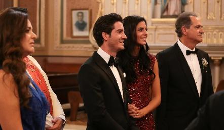 Chema con su hermana Fernanda y su papá Ricardo Gómez.