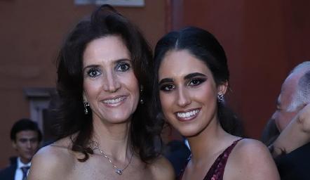 María Dolores Hernández y Javiera Gómez.
