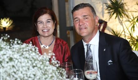 Claudia y Tenoch González.