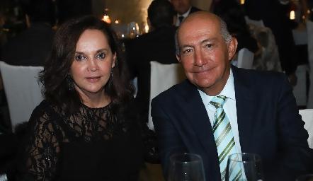 Lucy Villanueva y Arturo González.