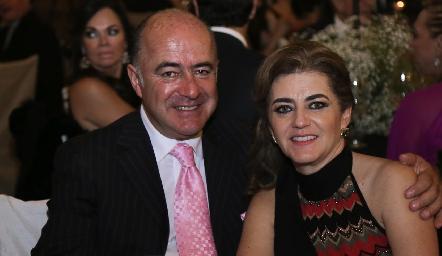 Rafael Olmos y Adriana Carrera.