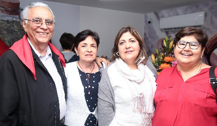 Leonardo Hernández, María Concepción Rosillo, Maricarmen Hernández y María Elena Villarreal.
